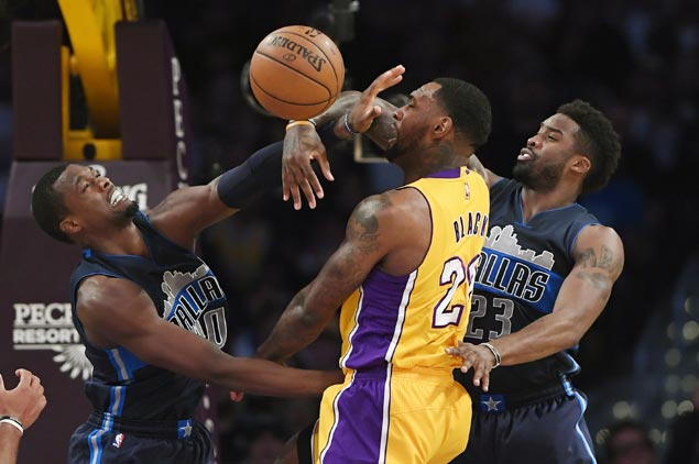 Undermanned Mavs prove strong enough to snap Lakers three-game win streak
