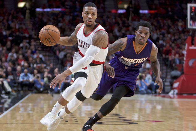 Lillard, McCollum outduel Bledsoe, Booker in thrilling finish to lead Blazers past skidding Suns
