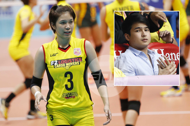 Mika Reyes keeps mum as actor Jerome Ponce watches her play from courtside