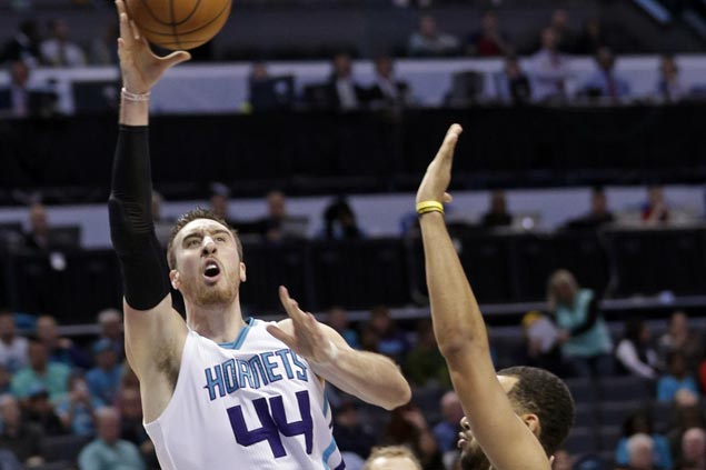Hornets gain share of Eastern Conference lead, stretch streak to four with win over Jazz
