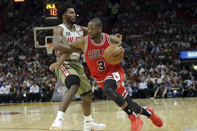 Dwyane Wade solid in return to Miami, helps lift Bulls to victory over skidding Heat