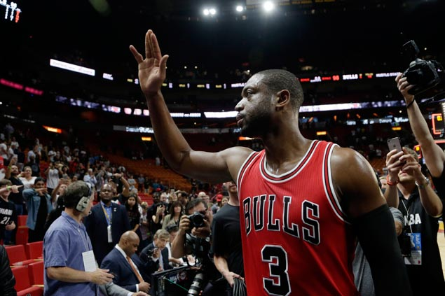 Uber driver freaks out after picking up Dwyane Wade as Bulls star treats teammates to waffle diner