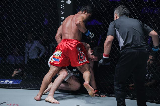 Filipino Eduard Folayang is new ONE lightweight champ after stunning victory over Aoki