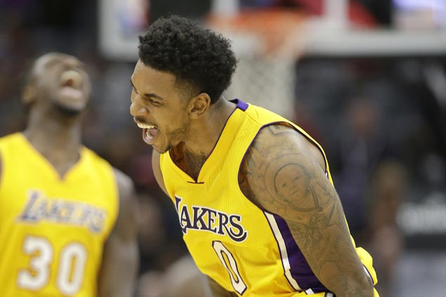 LA Lakers use late-game blitz to erase 19-point deficit, turn back Sacramento Kings