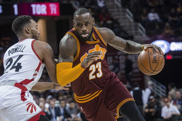 LeBron James tees up Channing Frye for go-ahead triple as Cavs squeak past Raptors