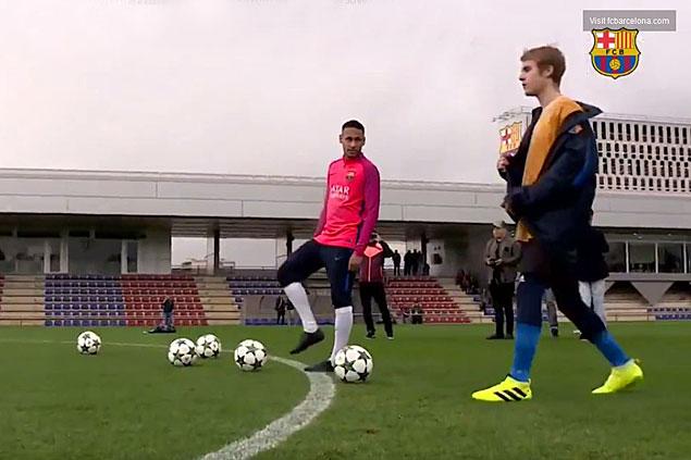 WATCH Justin Bieber shows football skills at FC Barcelona training camp