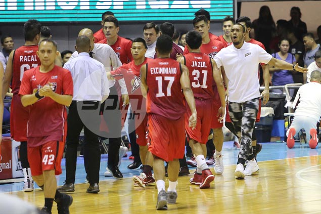 Quad tear could sideline Calvin Abueva for few more games, says Compton