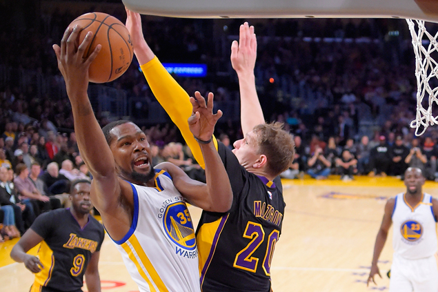 Warriors make it back-to-back wins over Lakers, extend streak to 10 games