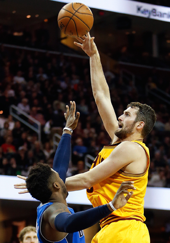 Kevin Love continues solid play as Cavs whip depleted Mavs for third straight win