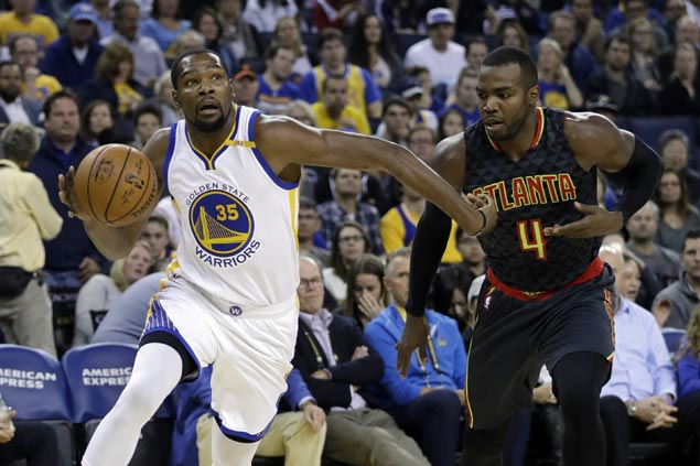 Warriors prove steady down the stretch to ground gritty Hawks, stretch win streak to 12