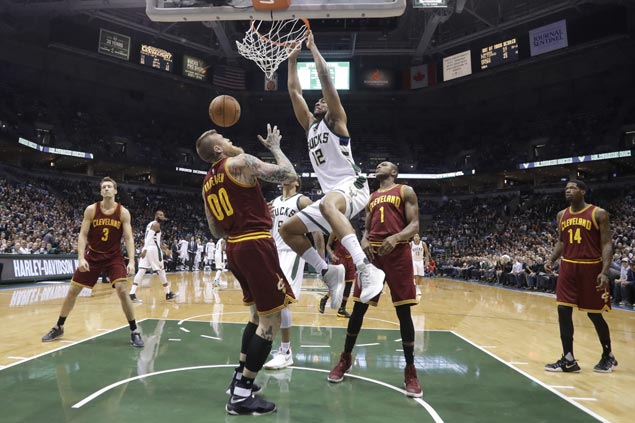Bucks ride huge third quarter to victory over Cavaliers