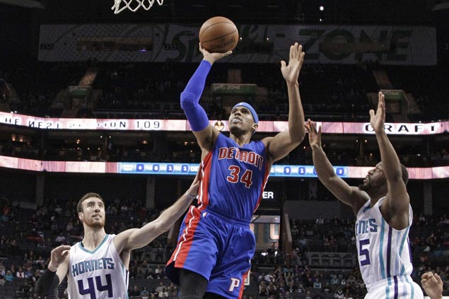 Tobias Harris leads way as Pistons ease to victory over weary Hornets