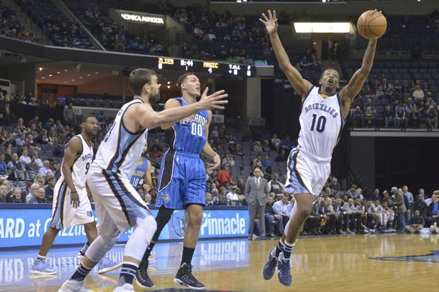 Grizzlies claw back from 13 points down to steal a win over Magic in frantic finish