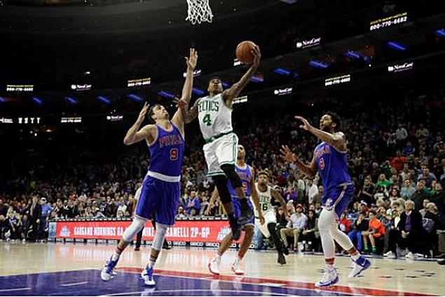 Isaiah Thomas matches season-high 31 points as Celtics send Sixers to sixth straight loss
