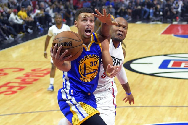 Curry, Durant fire blanks but Warriors turn to defense to clobber Clippers for third win in a row