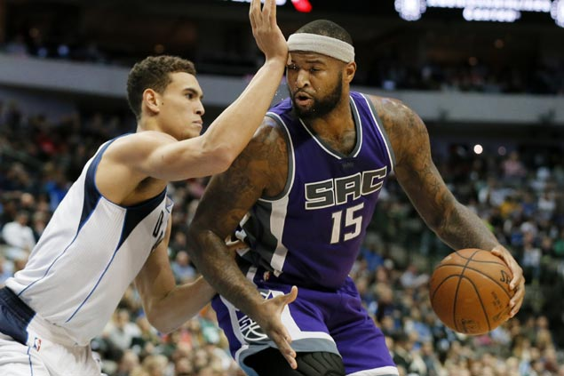 Kings snap out of a three-game slump with a 31-point rout over league-worst Mavs