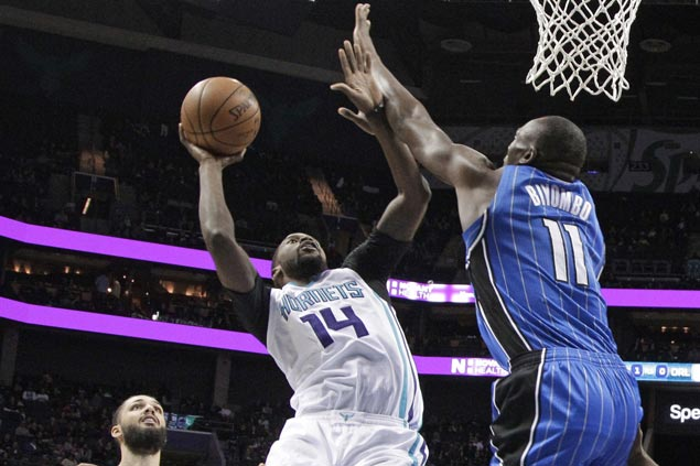 Hornets stretch streak to three with easy win over cold-shooting Magic