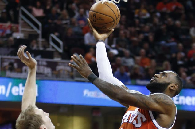 LeBron James scores 44 as Cavaliers stretch streak to four with win over Hornets