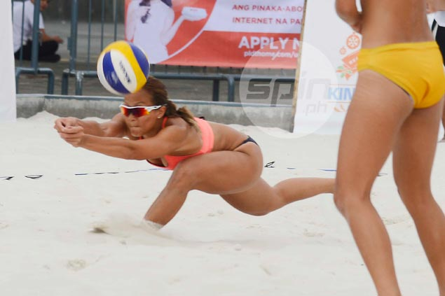 Bea Tan, Arbasto rule BVR King and Queen of the Sands Xmas beach volley