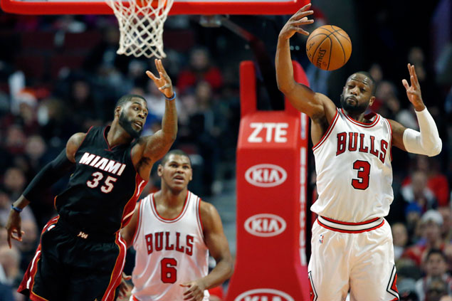 Wade, Butler lead way as Bulls send Heat to fifth straight loss