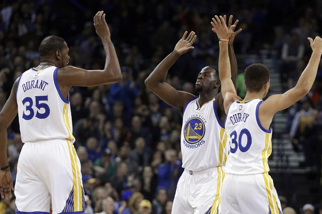 NBA-best Warriors pounce on shorthanded Knicks to stretch win streak to three