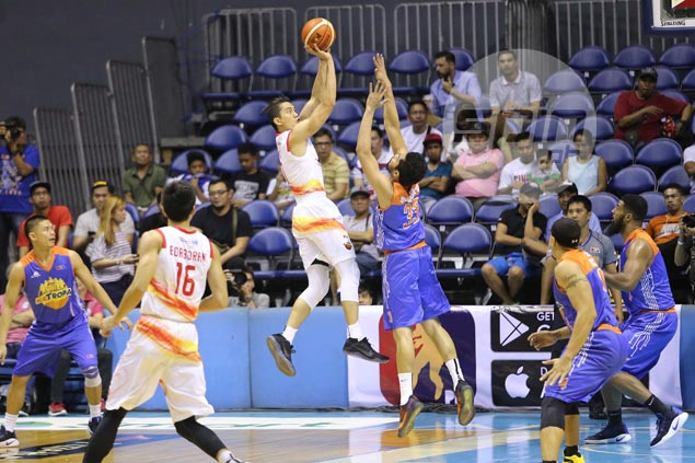 JC Intal left puzzled by sudden Phoenix slump: 'Para kaming hindi pro team'