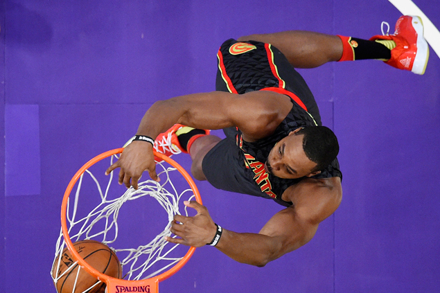 Hawks get back on track and snap Raptors' win streak at four