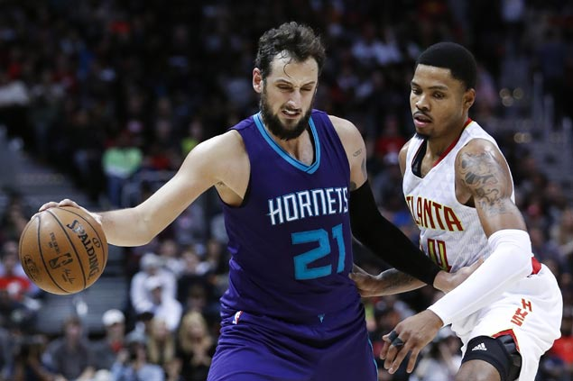 Hornets halt four-game slide as Hawks home woes continue
