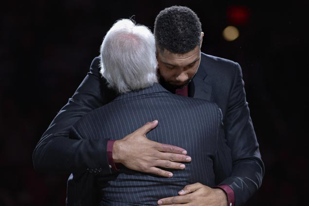 Gregg Popovich leads funny, emotional tribute in Tim Duncan's jersey retirement