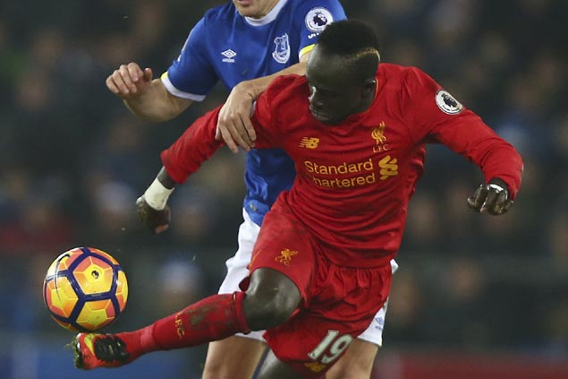 Sadio Mane nets stoppage-time winner to lift Liverpool past Everton