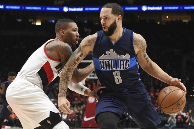Deron Williams comes up clutch as Mavs fend off furious Blazers rally from 25 points down