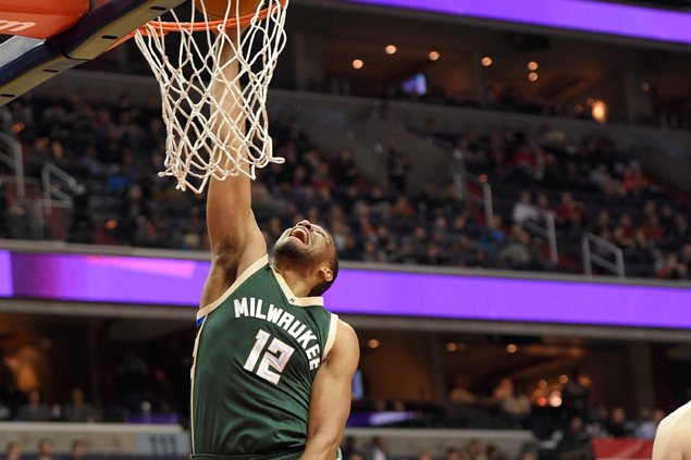 Jabari Parker, Giannis Antetokounmpo lead Bucks in wire-to-wire romp over Pistons