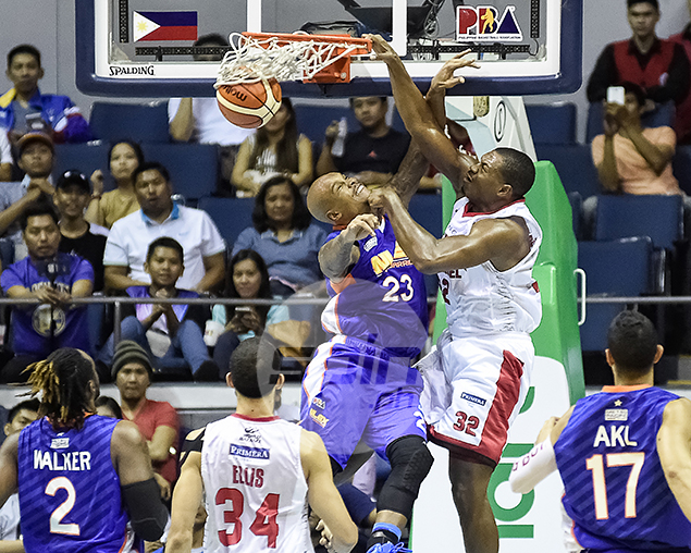 FLUSHING FORRESTER. Justin Brownlee with the facial on James Forrester.