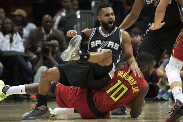 Hawks overcome Spurs in overtime to stretch win streak to three