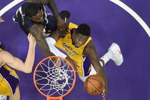 Julius Randle nabs triple-double as Lakers rip Grizzlies to end three-game slump