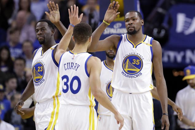 Steph Curry, Kevin Durant combine for 65 as Warriors pull away late to turn back Blazers