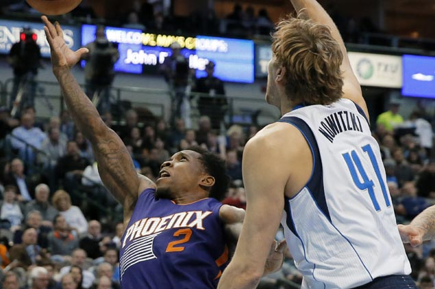 Eric Bledsoe leads late push as surging Suns close out strong to edge lowly Mavs