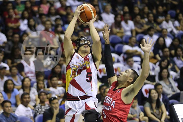 Broken nose not a hindrance as Alex Cabagnot earns Player of Week citation