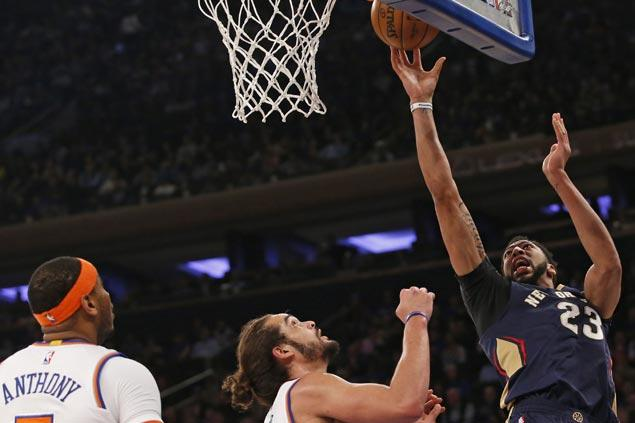Anthony Davis scores 40 before getting hurt and Pelicans cruise to victory over Knicks