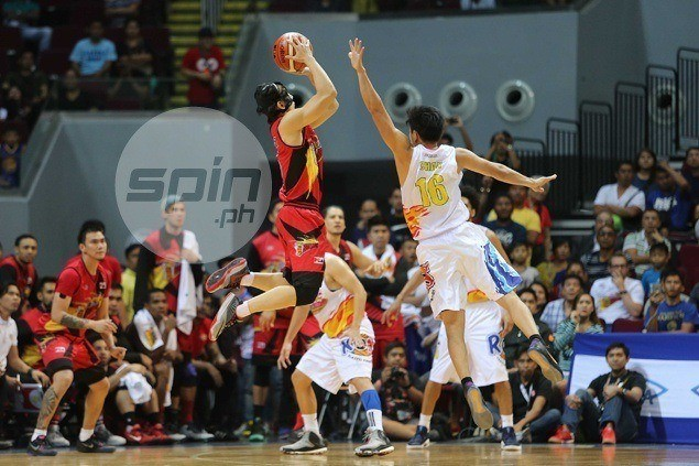 Alex Cabagnot clutch yet again as San Miguel frustrates Rain or Shine in OT