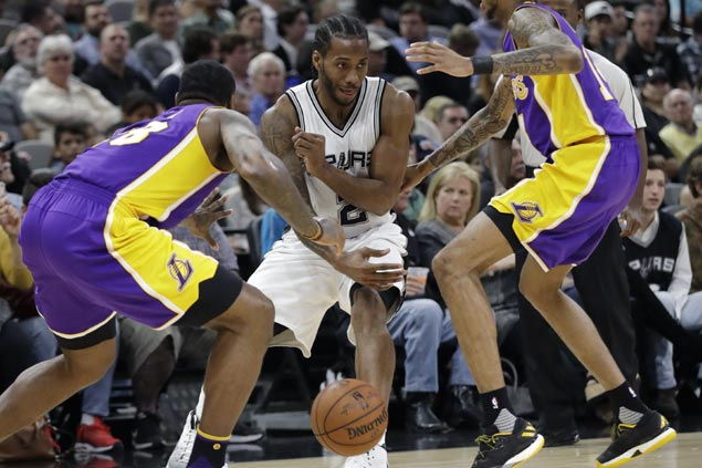 Kawhi Leonard drops 31 in three quarters as Spurs hand Lakers second straight blowout loss