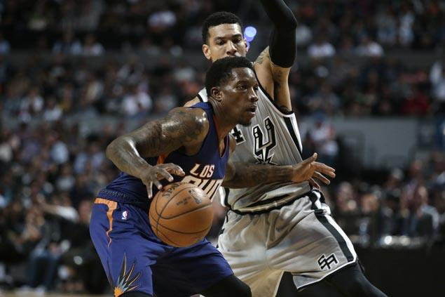 Devin Booker, Eric Bledsoe show way as Suns stun Spurs to halt two-game skid