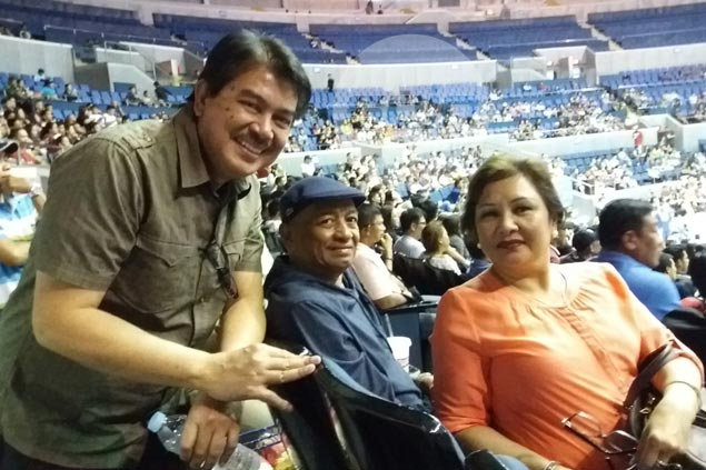 Look who's here: Leo Isaac meets up with former Ginebra coach Rino Salazar