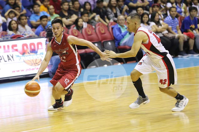 Rejuvenated Roi Sumang rewarded with PBA Player of the Week honor
