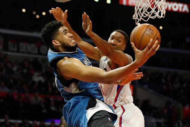 Karl-Anthony Towns caps big game with go-ahead basket to complete Wolves comeback vs Clippers
