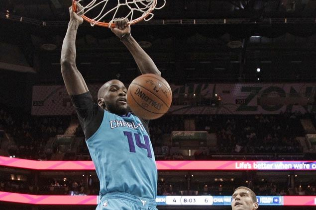 Hornets use balanced offense to survive late scare from Nets