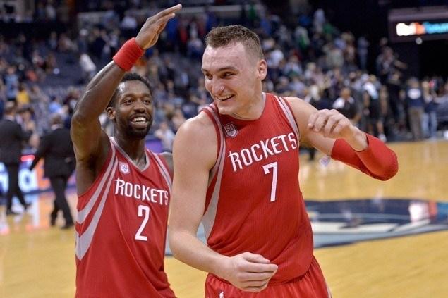Sam Dekker has career-high 30 points, James Harden scores 29 as Rockets down Grizzlies