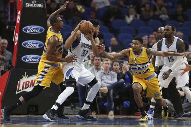 Karl-Anthony Towns hits go-ahead jumper as Wolves nip Nuggets for second straight win