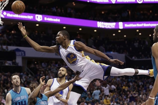 Warriors leave it late before beating Hornets to get back on winning track