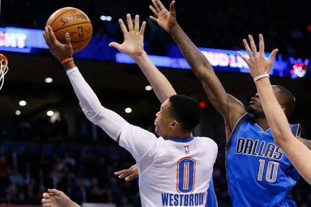 Russell Westbrook goes on late scoring tear to lift surging Thunder over Mavericks